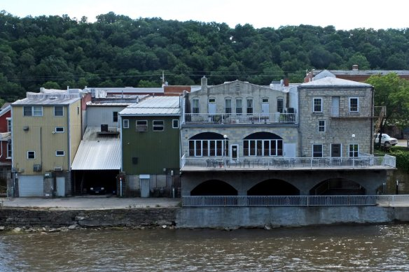 Elkader, houses along the Turkey River