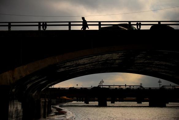 guy onna bridge